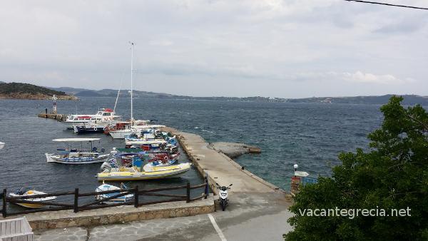 Vedere port Ammouliani de pe terasa Modesto