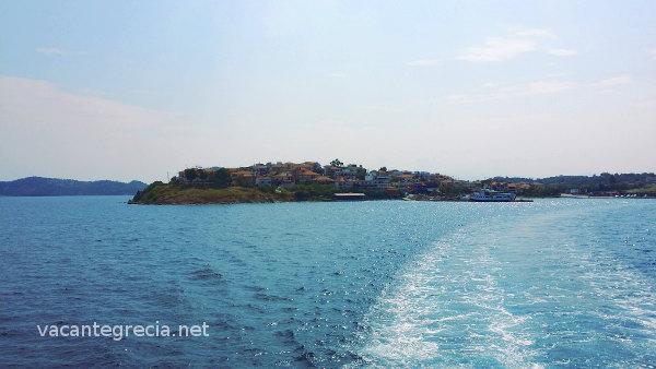 Insula Ammouliani, vazuta de pe ferry-boat